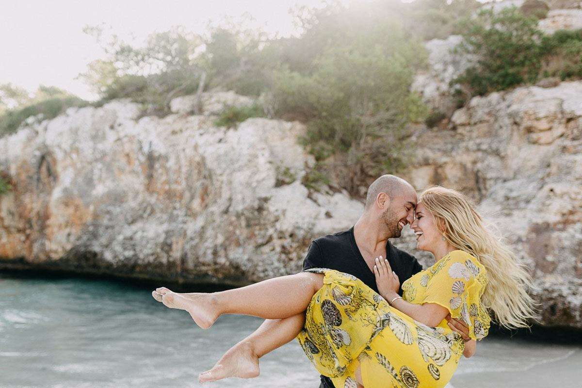 honeymoon cala d or Photographer Cala dOr | Intimate couple photo shoot in Mallorca