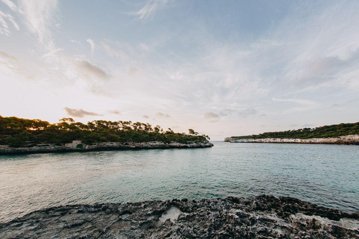 intimate photo shoot mallorca location - Photographer Cala d'Or | Intimate couple photo shoot in Mallorca