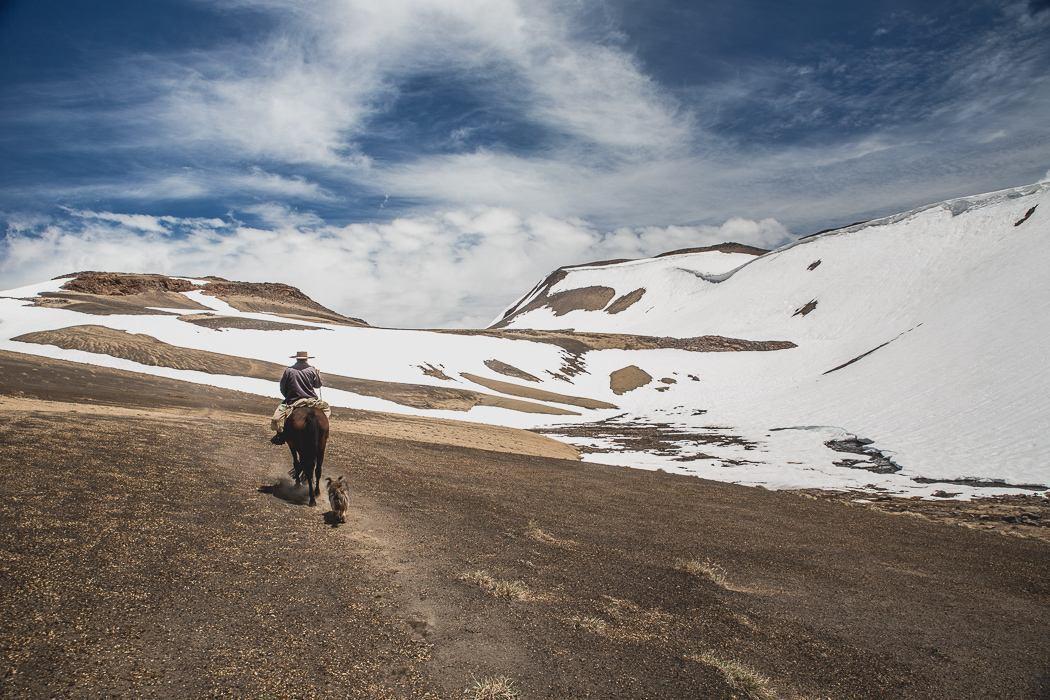 Commercial Photographer in Santiago de Chile - photos of horse tourism in Chilean mountains