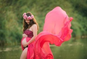 maternity photographer in chile 300x203