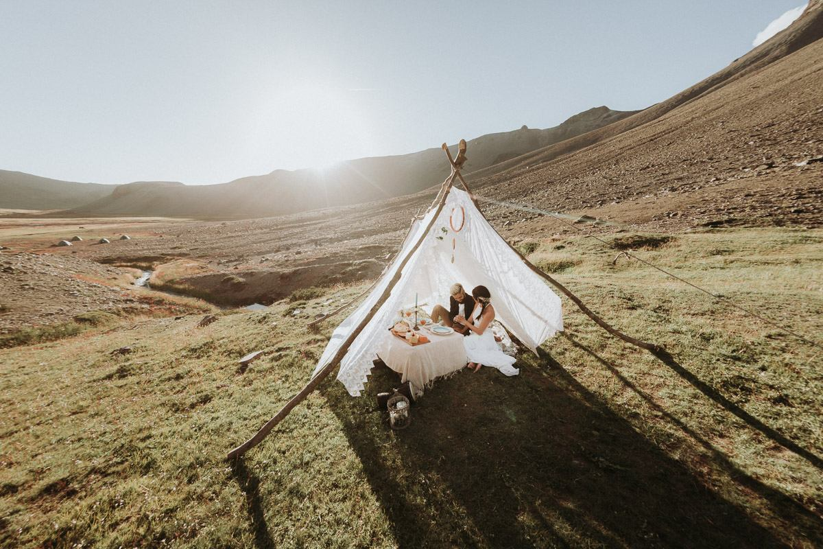 elopement photographer south america Destination Wedding photographer in Chile   wilderness elopement on horseback