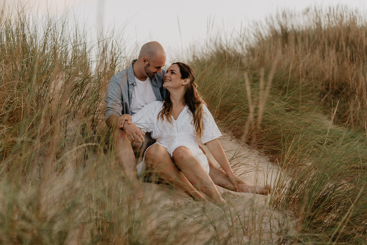photographer cala ratjada - couple photo shoot in the dunes