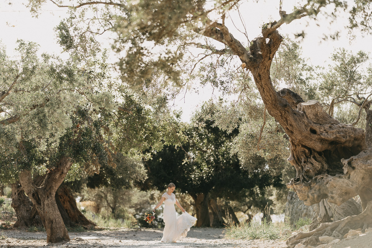 adventure wedding spain Elopement photographer Spain   hiking elopement near Deia