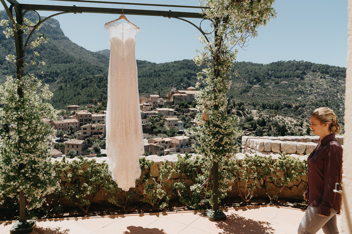wedding belmond residencia Elopement photographer Spain   hiking elopement near Deia
